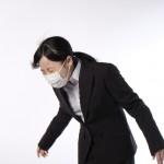 くしゃみ・咳で腰に激痛が走る腰痛!その対処法は?
