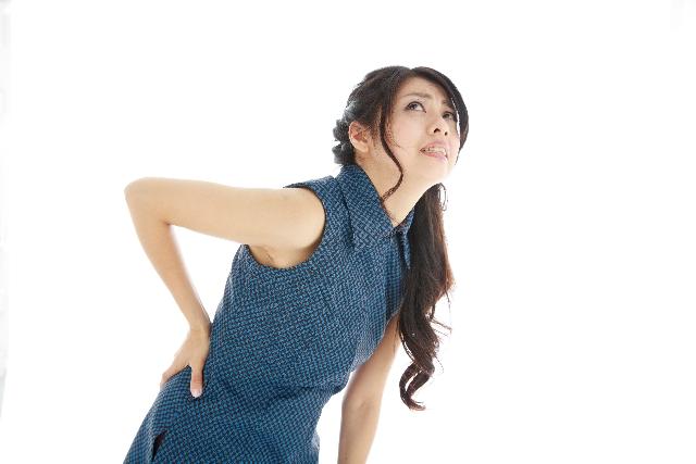 腰痛克服 腰を痛めた女性