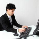 これが腰痛の原因!オフィスの椅子とパソコン画面に注意!